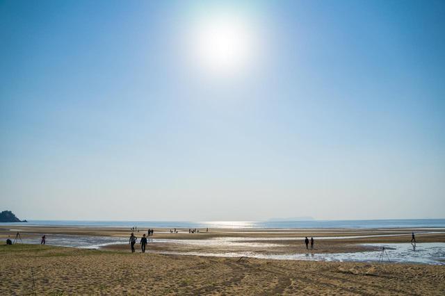 画像1: 「日本のウユニ塩湖」父母ヶ浜で、砂紋が描く干潟美と天空を映す鏡に感動