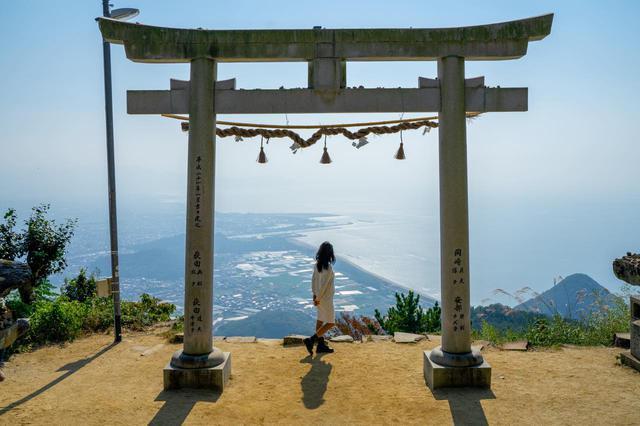 画像3: 稲積(いなづみ)山の山頂に鎮座する「高屋神社」で開運祈願