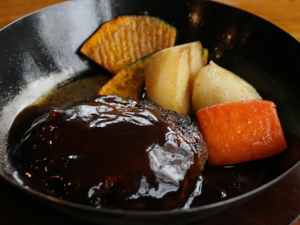 画像: 「箱根牧場牛の手作りハンバーグ」900円。工房手作りの美味しさが前面に