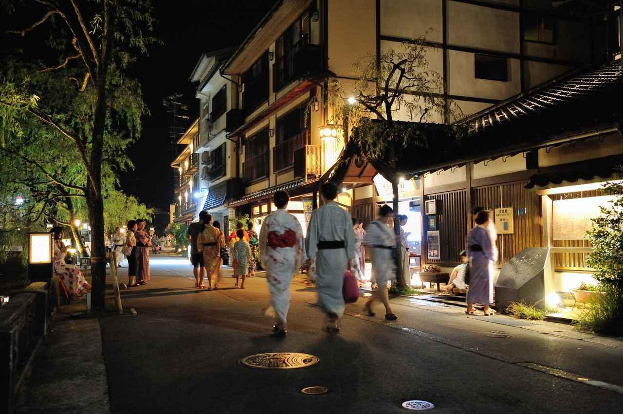 画像2: 地元住民も利用する情報交換の場、城崎温泉