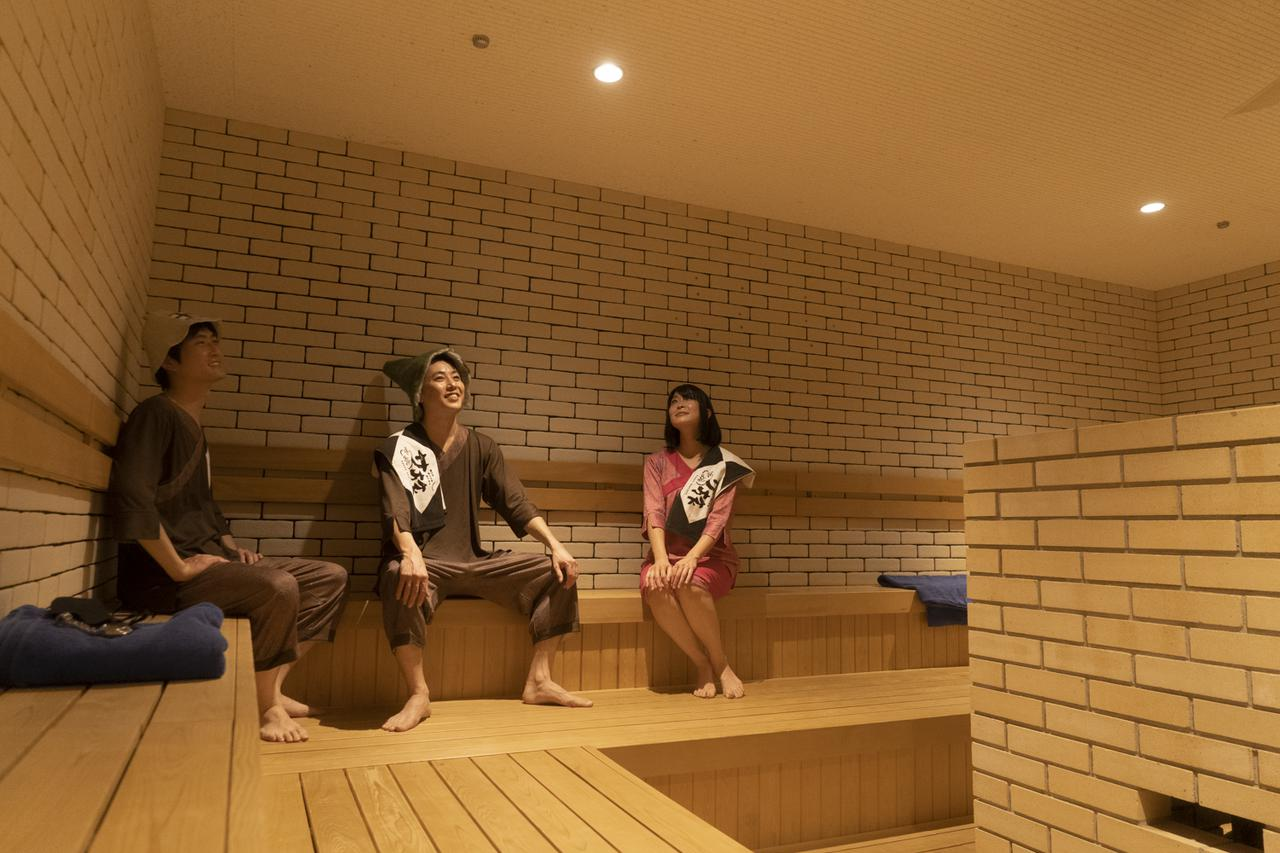 画像: 岩盤浴エリアにある、男女揃って着衣で「ロウリュウ」を楽しめる中温サウナ室「ヴァルカン」。熱波師による「ロウリュウ」も毎日実施されています ※2020年12月現在、コロナの影響で、男女揃っての岩盤浴「ヴァルカン」、熱波師による「ロウリュウ」は休止中です。今後の実施についてはテルマー湯のホームページにてご確認ください