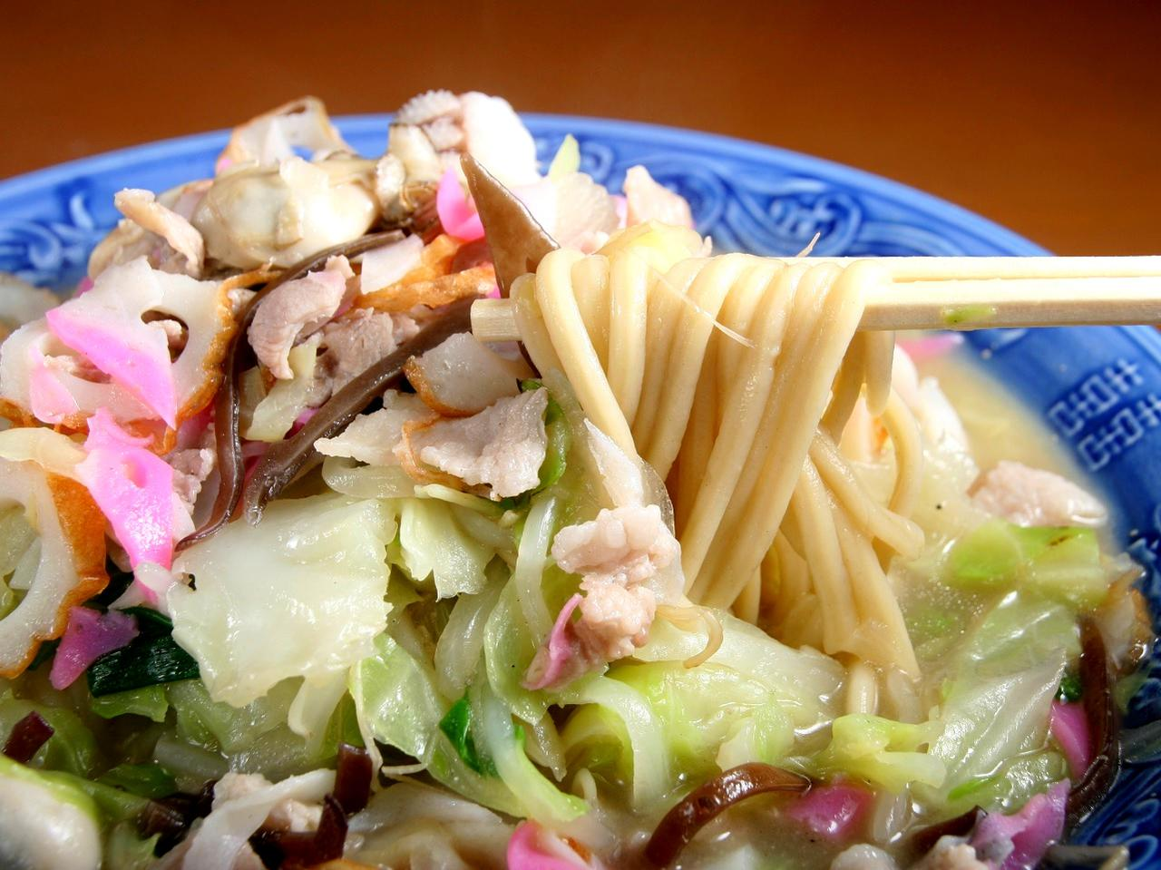 画像: 明治創業で唐灰汁からの一貫製造で、小麦も特注を用いる瑞泰號製麺所の麺
