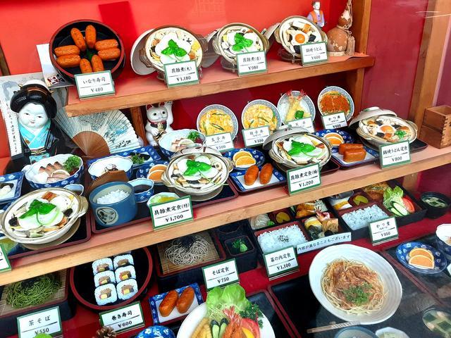 画像: 「具雑煮」以外にも定食やいなり寿司ほか、さまざまなメニューあり