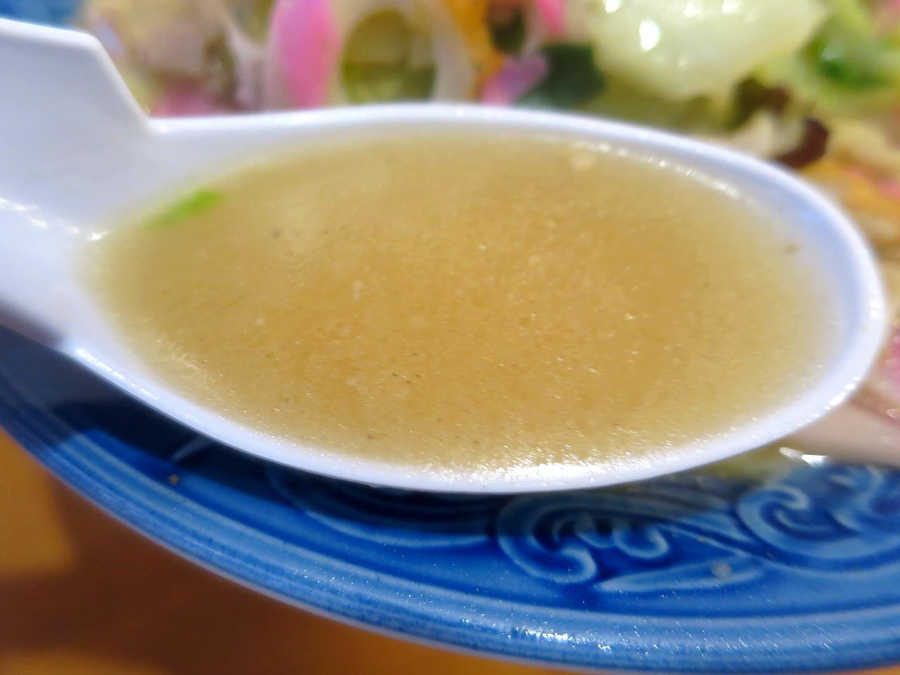 画像: バランスの良い、具の旨みが溶けこんだ優しい味わいのスープ