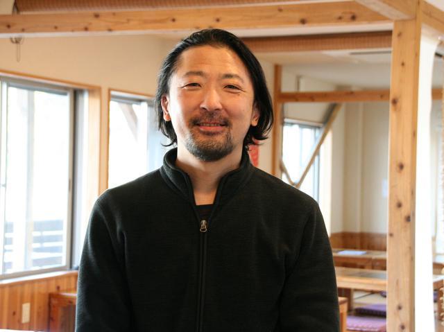 画像: 3代目の平野義二さん。福岡や地元のスーパー、寿司店などで腕を磨いた