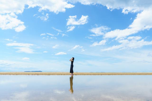 画像6: 【香川】まるでウユニ塩湖!天空の鏡に映し出された奇跡の絶景『父母ヶ浜』