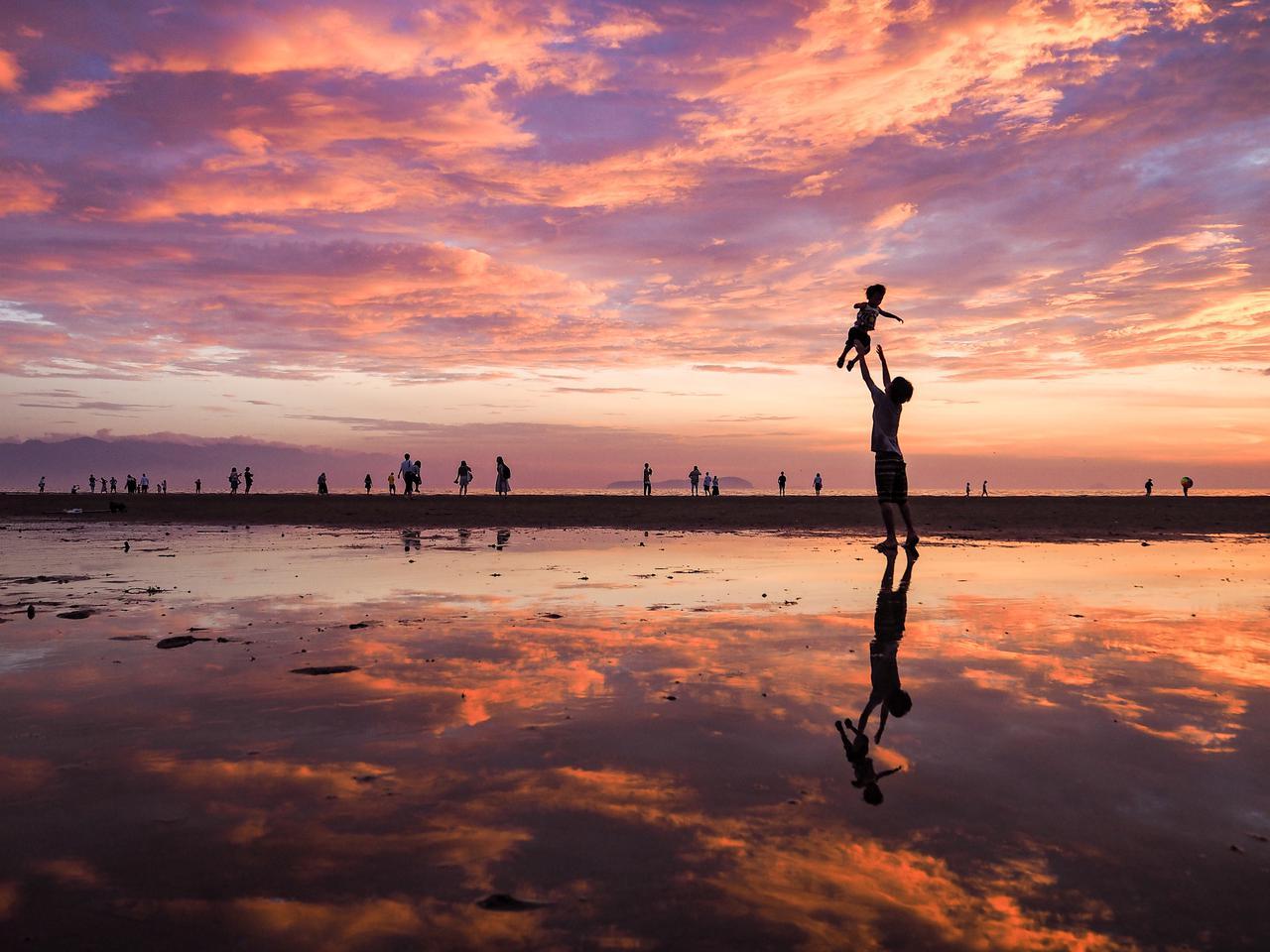 画像4: 【香川】まるでウユニ塩湖!天空の鏡に映し出された奇跡の絶景『父母ヶ浜』
