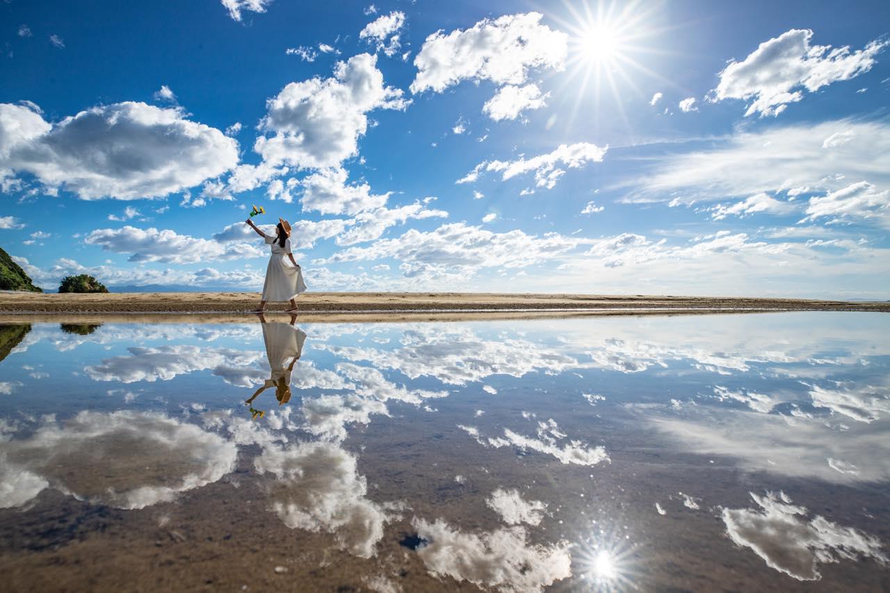 画像1: 【香川】まるでウユニ塩湖!天空の鏡に映し出された奇跡の絶景『父母ヶ浜』