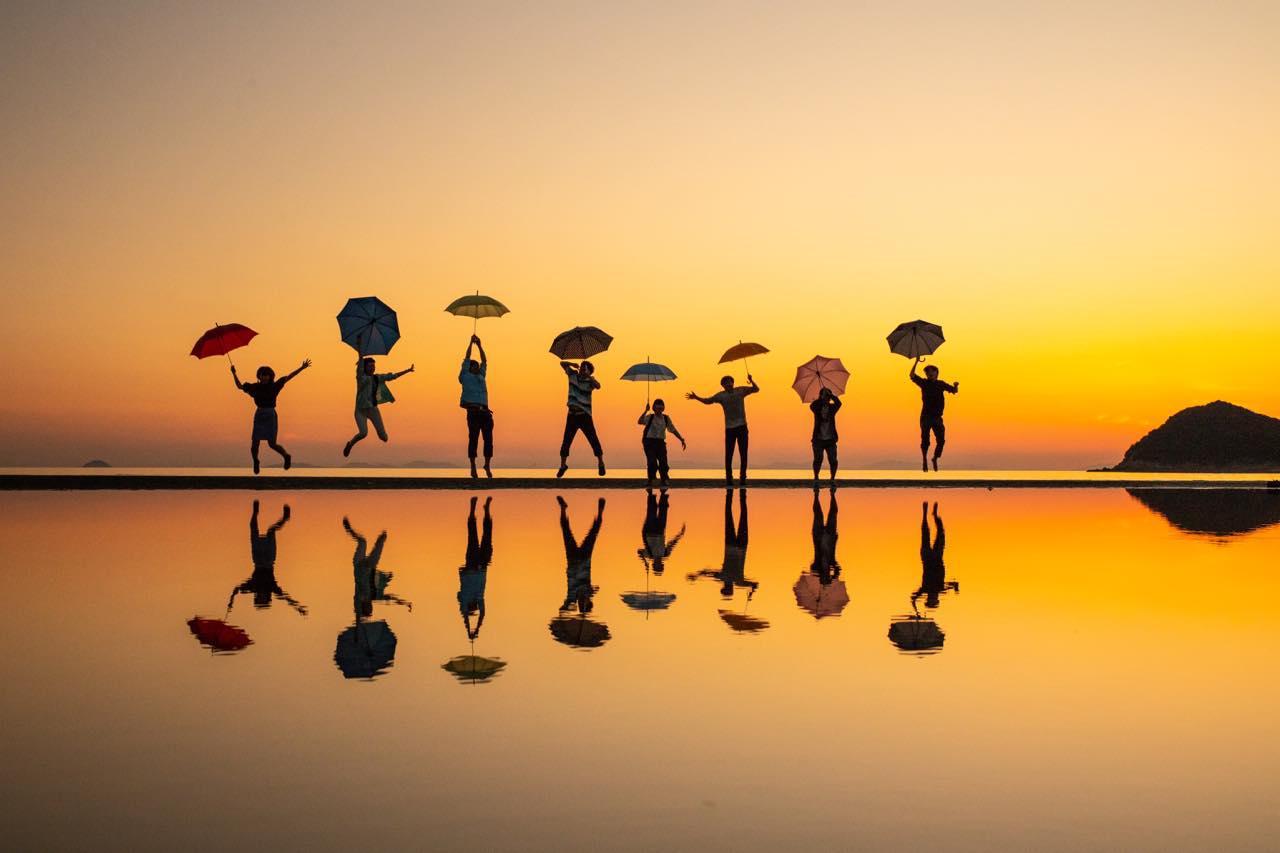 画像7: 【香川】まるでウユニ塩湖!天空の鏡に映し出された奇跡の絶景『父母ヶ浜』