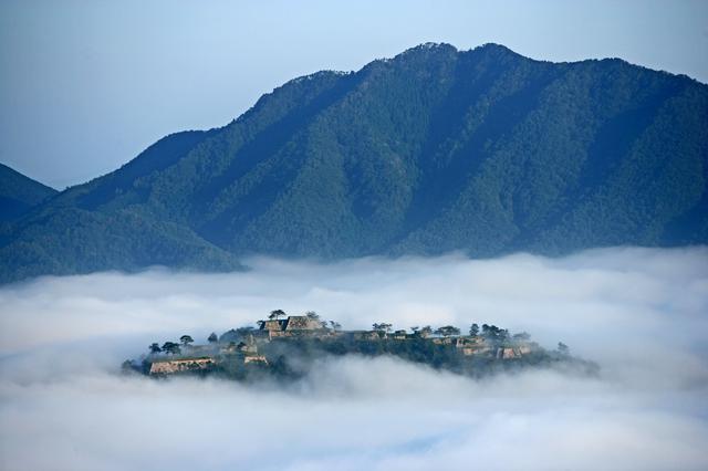 画像1: 【兵庫】雲海が魅せる神秘の絶景!日本のマチュピチュと称される『竹田城跡』