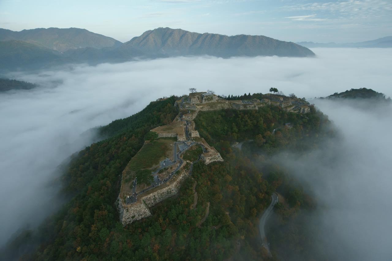 画像2: 【兵庫】雲海が魅せる神秘の絶景!日本のマチュピチュと称される『竹田城跡』