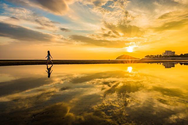 画像3: 【香川】まるでウユニ塩湖!天空の鏡に映し出された奇跡の絶景『父母ヶ浜』