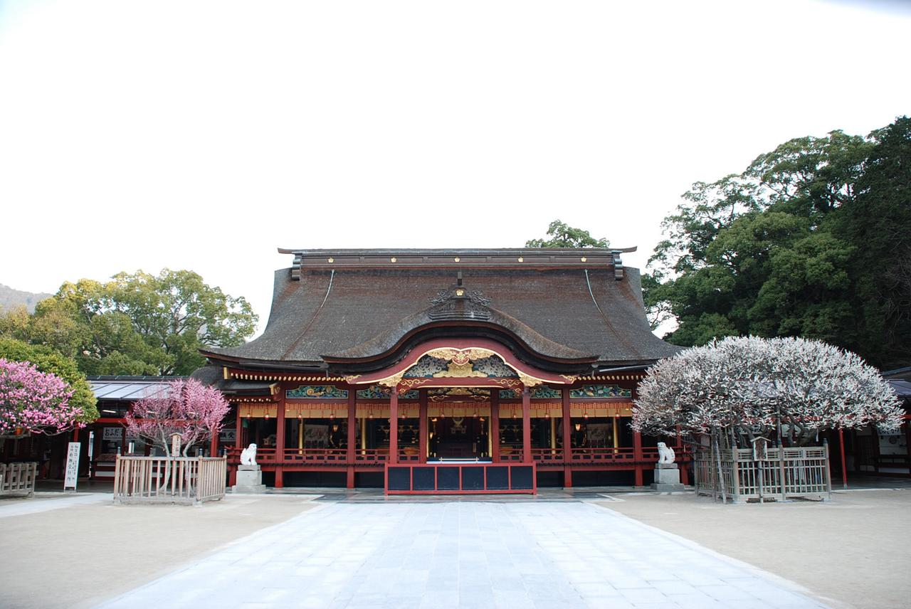 画像1: 学問の神様・菅原道真公を祀る太宰府天満宮と、人気アニメの聖地といわれる竈門神社を参拝