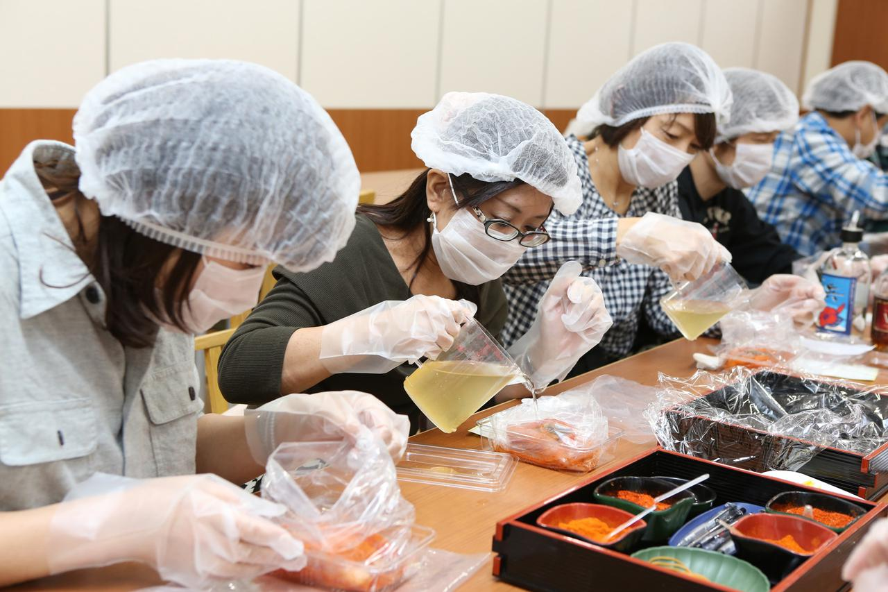 画像4: 【福岡】好みの唐辛子やお酒を選んで自分仕立ての「明太子」を作る