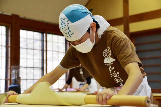 画像4: 【長野】日本屈指のそば処・戸隠で「そば打ち」の神髄を学ぶ