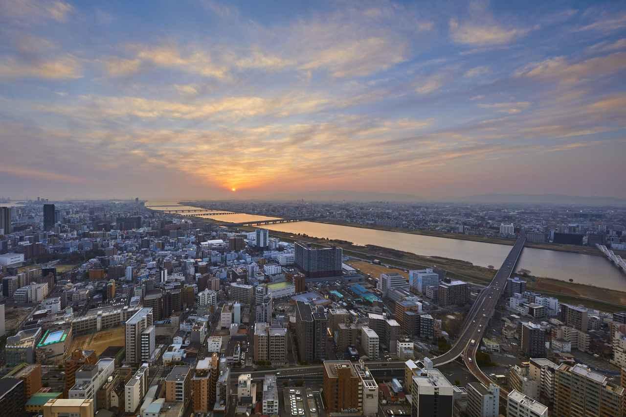 画像4: 【大阪】「絹谷幸二 天空美術館」で、大阪の摩天楼を体験する