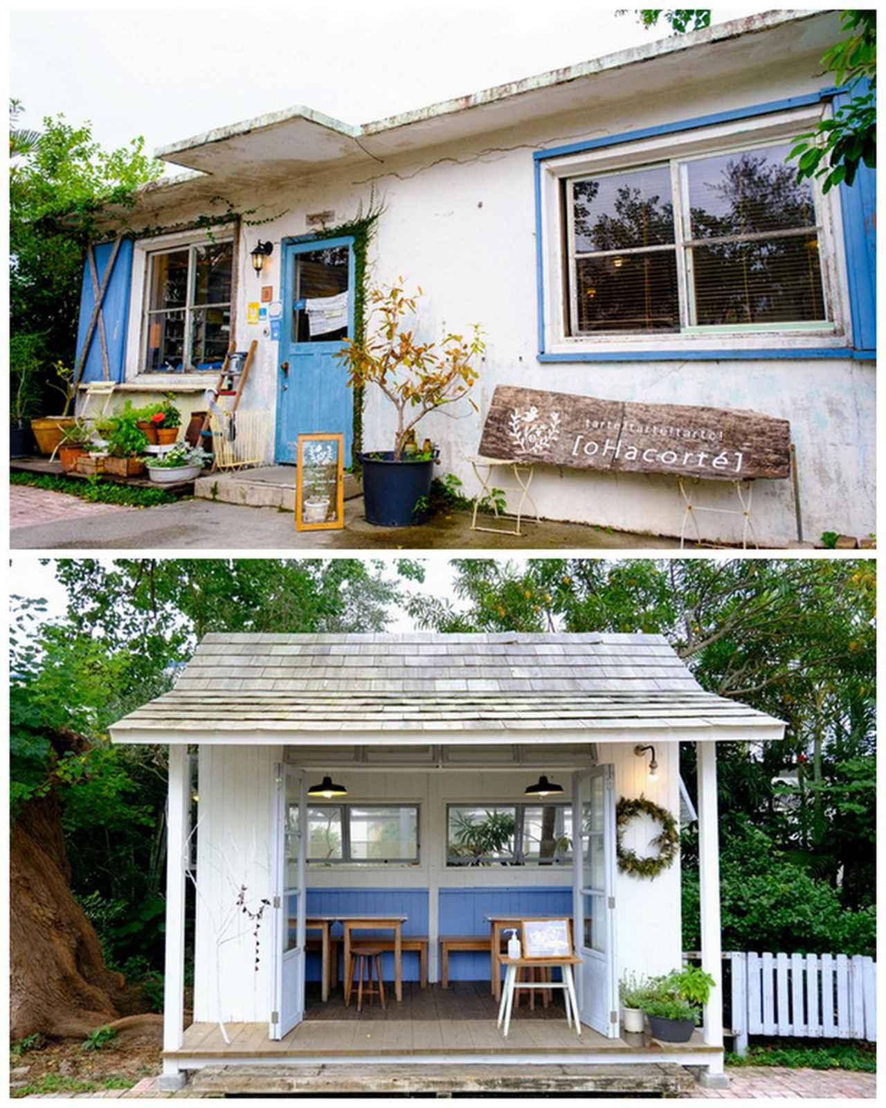 画像: ナチュラルな雰囲気の外観。庭には小屋もあります。ブルー×ホワイトの爽やかな色合いです。