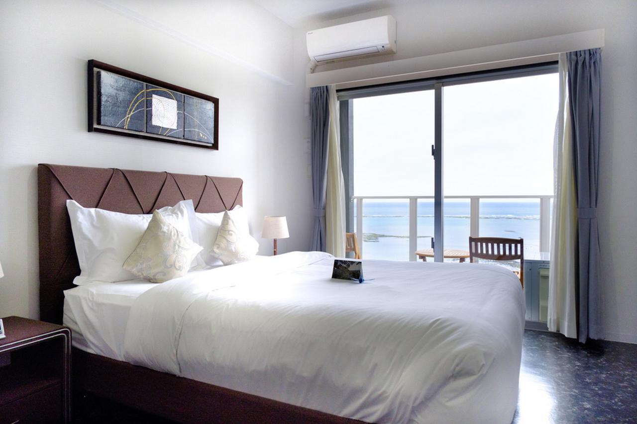 画像: 海沿いのコンドミニアムタイプホテル「ビーチフロントタワーミハマ」。アラハビーチに隣接、アメリカンビレッジからは徒歩10分~15分です。