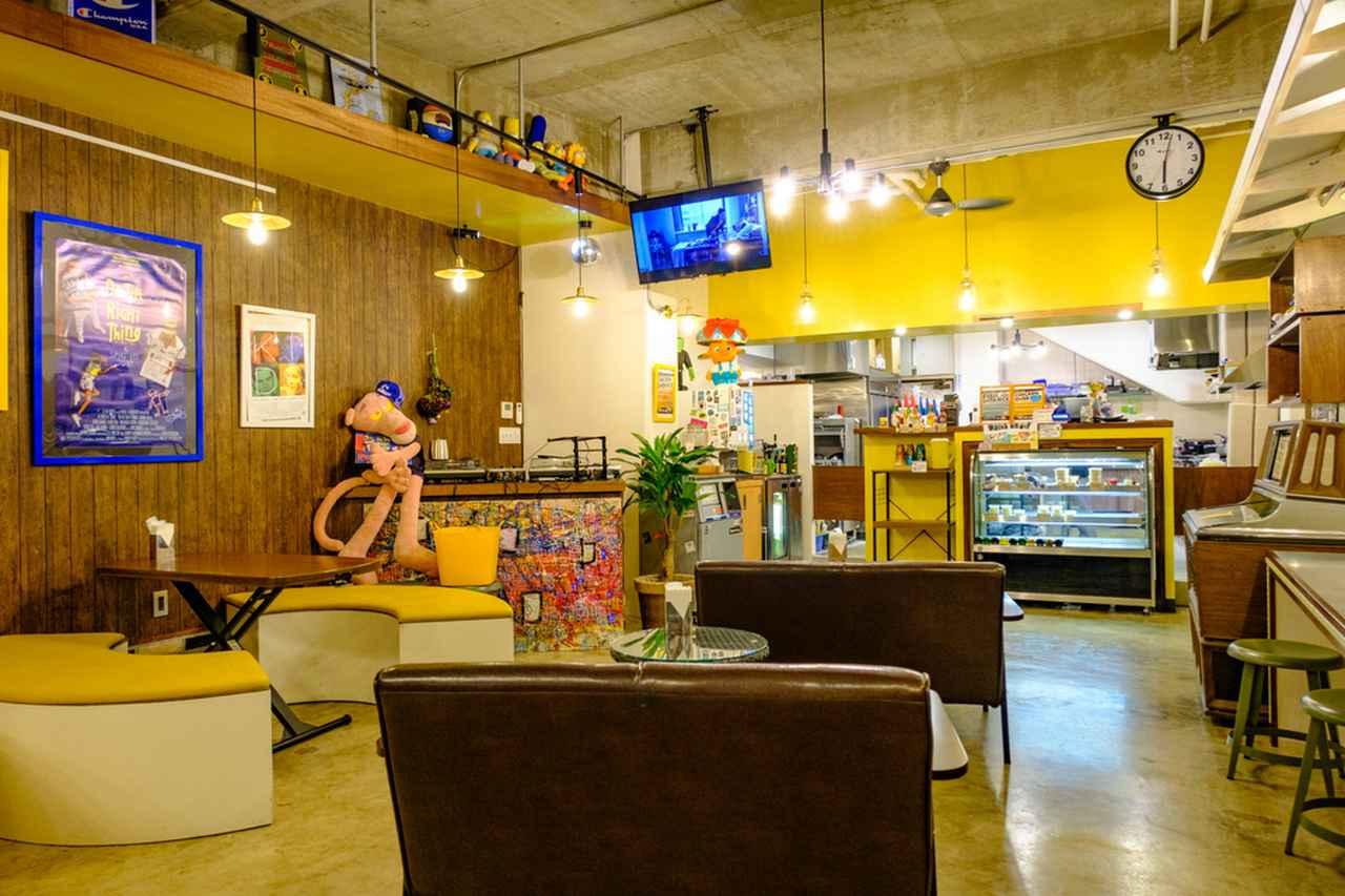 画像: 席間隔が広いBIG KNOT店内。DJブースやミラーボールもあり、音楽イベントも開かれているそうです。