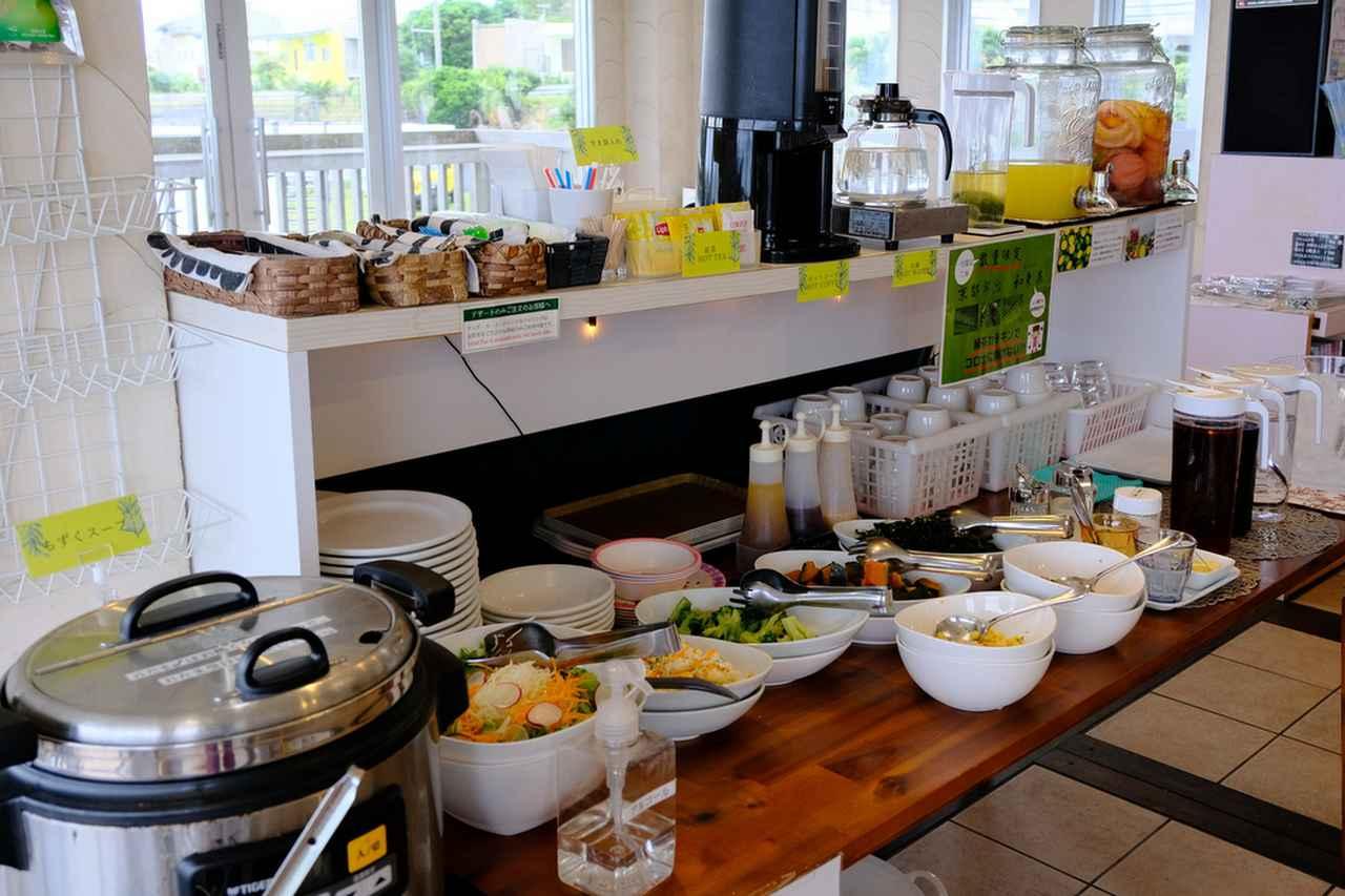 画像: 午前中のツアーにはランチが含まれています。サラダ、スープ、ドリンクはブッフェ形式。