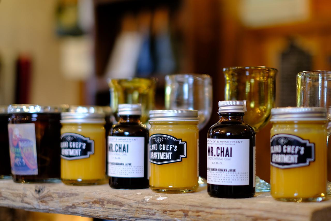 画像: 今帰仁(なきじん)産無農薬パッションフルーツを使った「ateliercafe bar 誠平」のジャムやシロップ。