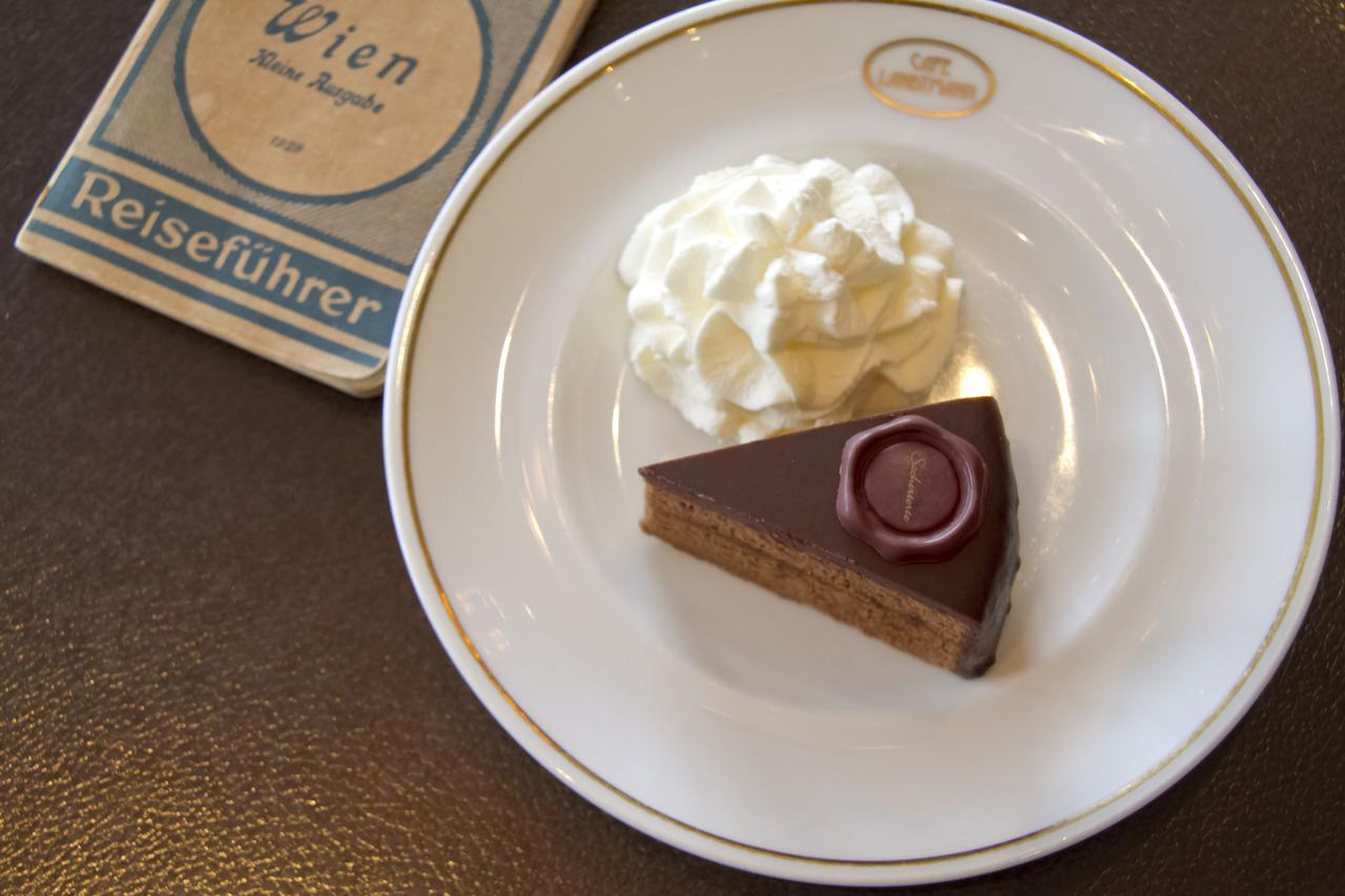画像3: 東京でザッハトルテを食べることができるお店: カフェ ラントマン 青山店