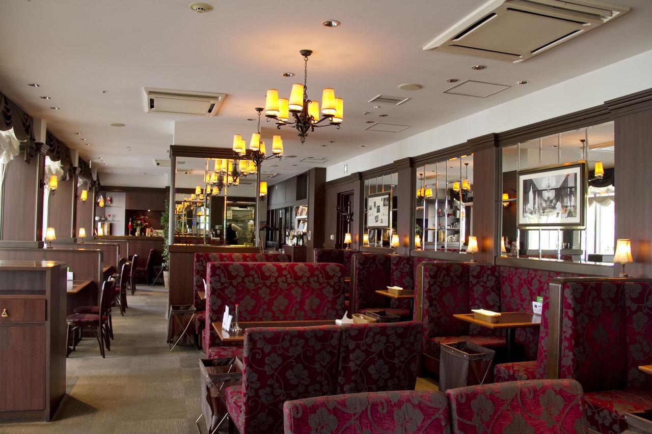 画像2: 東京でザッハトルテを食べることができるお店: カフェ ラントマン 青山店