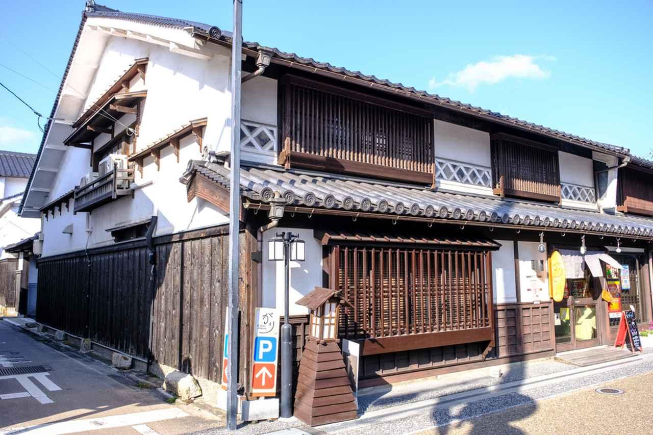 画像: 吉井川を往来する高瀬舟の旅人を受け入れていた、出雲街道沿いの舟宿若狭屋。
