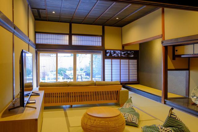 画像: 欄間などを残した純和風の意匠を残した部屋もあります。