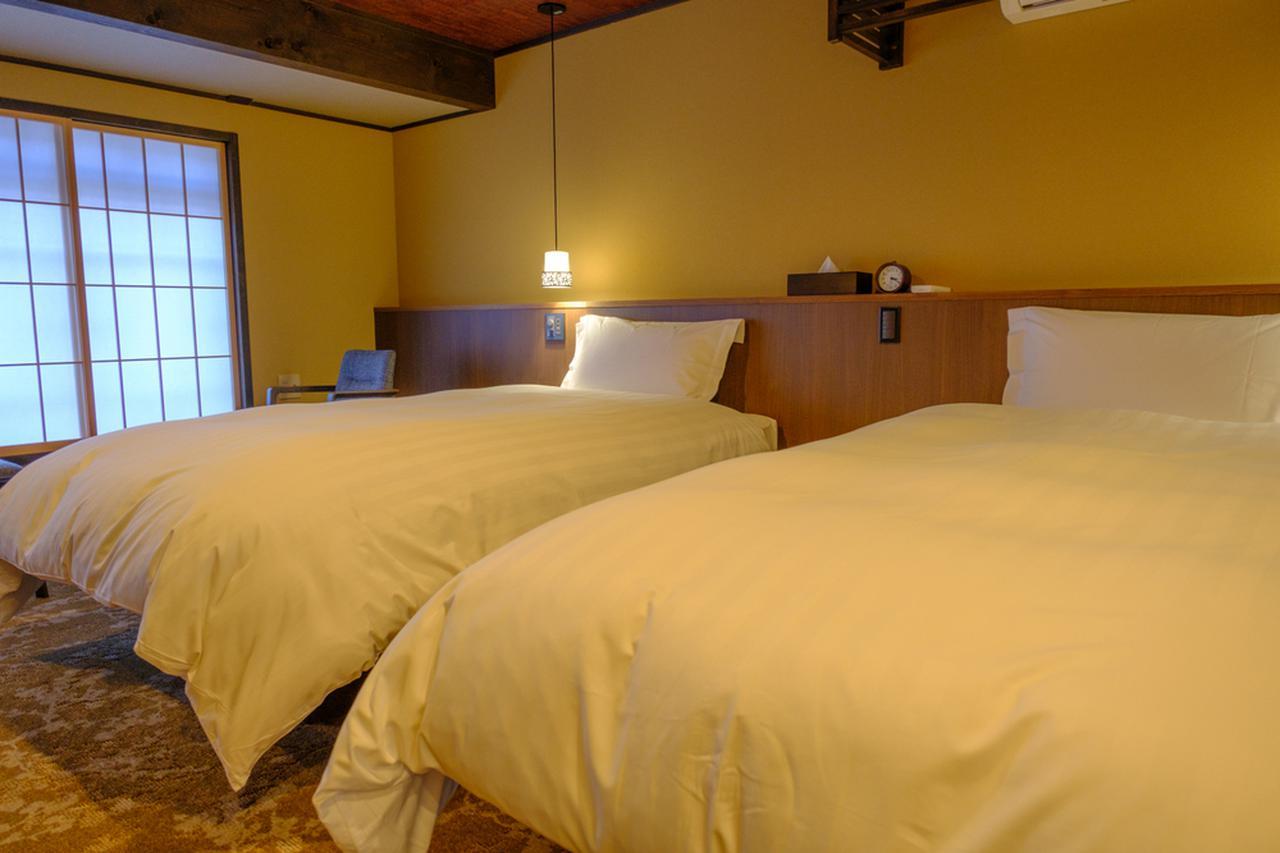画像: どの部屋もツーベッドルーム。その他和布団も用意されています。