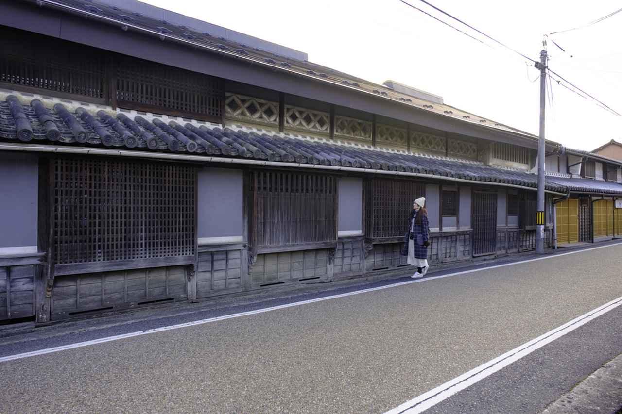 画像: 出雲街道沿いにある国重要文化財旧苅田家住宅。この地域の最大規模の町家です。