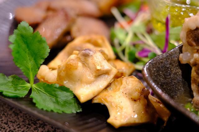 画像: 「ヨメナカセ」は血管部分のホルモン。コリコリとした食感であっさりとしていて美味しいです。