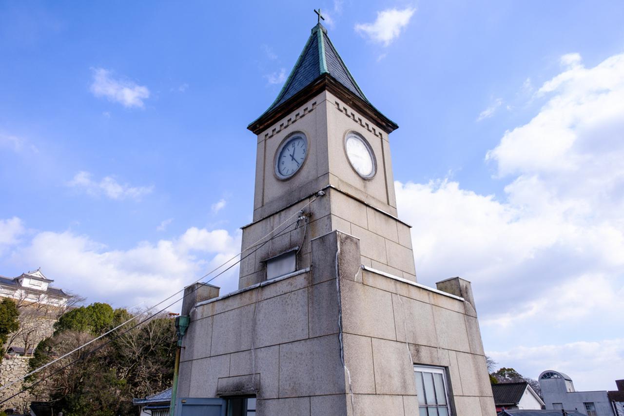 画像: 教会の尖塔のような時計塔は、この建物のシンボルです。