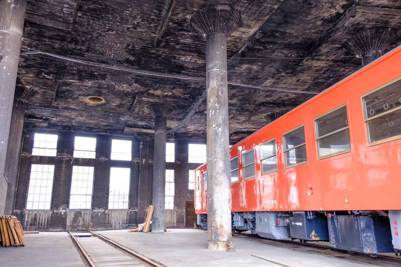 画像: 今も残る機関車の煙のすす。