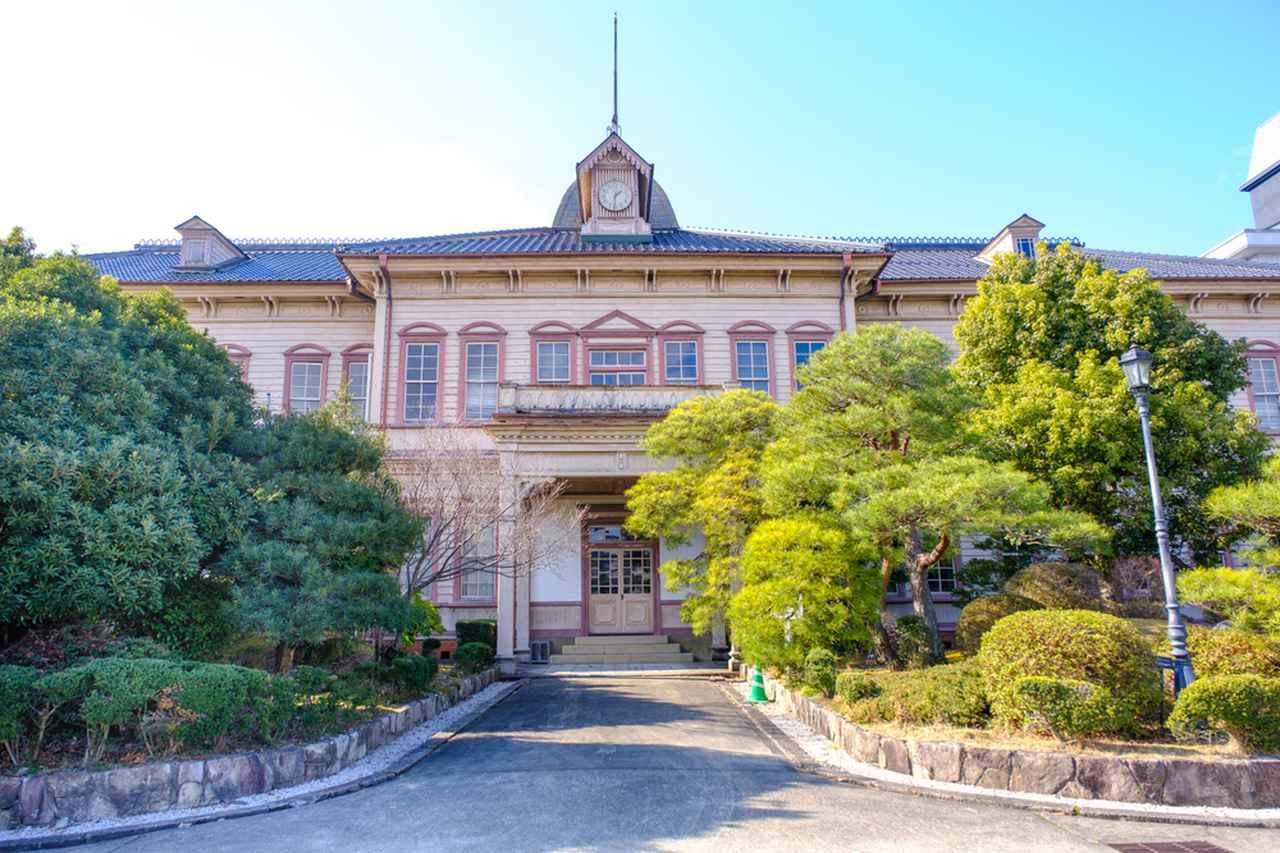画像: 津山高等学校旧本館の見学へ。