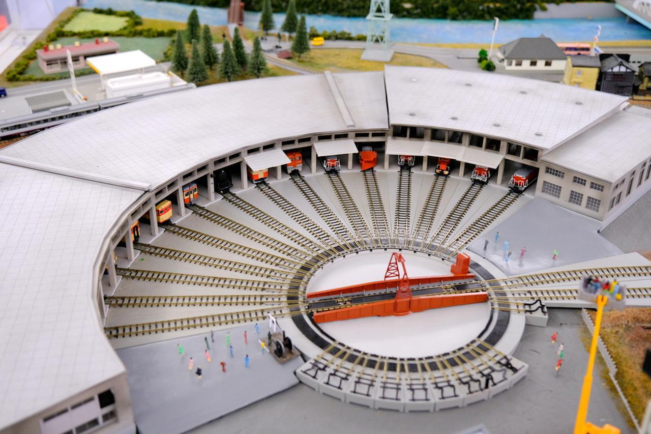 画像: 機関車庫をジオラマで見るのも楽しいです。