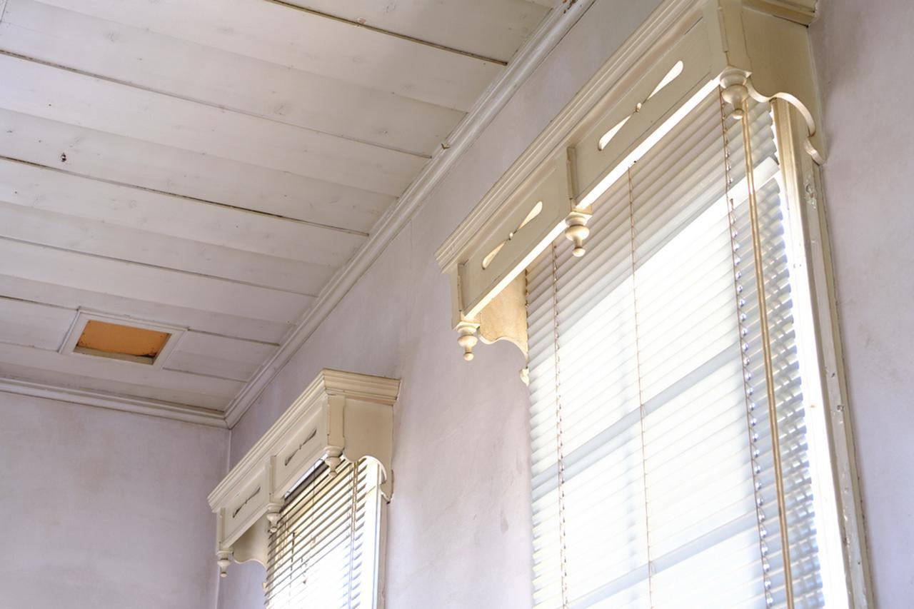 画像: 明治時代の皇室行幸の際に改装されたカーテンレール。