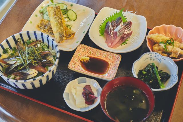 画像2: 地元に愛される食事処で海の幸を堪能!