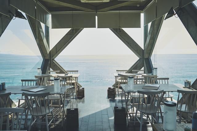 画像1: まるで海に浮かぶ小部屋! 絶景カフェ「SEA HOUSE」で絶品パスタ