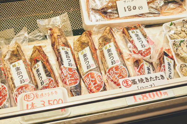 画像2: 高知の夜のマストスポット! 活気溢れる屋台村「ひろめ市場」で名物料理を