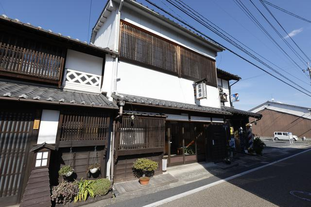 画像2: 昭和元年から続く老舗「なまくらや 煎餅匠」でお土産探し