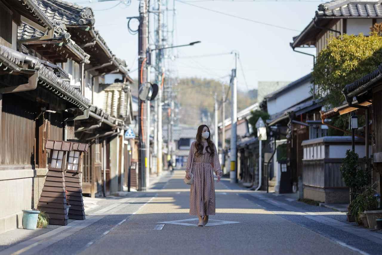 画像: なまこ壁や袖壁が美しい城東の町並みをそぞろ歩く