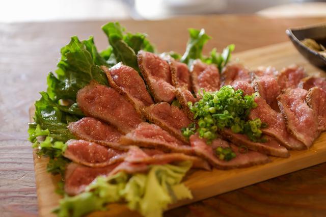 画像: 希少部位である「かっぱ」の分厚い部分、えんがわを使った牛えんがわ和風ステーキ