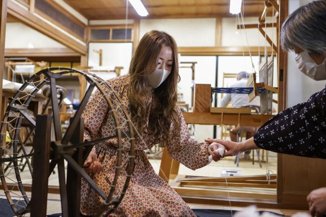 画像2: 「作州絣工芸館」で、気軽な伝統工芸体験を