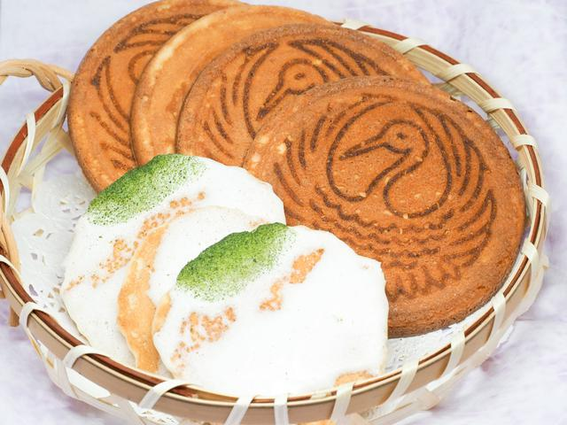 画像3: 昭和元年から続く老舗「なまくらや 煎餅匠」でお土産探し