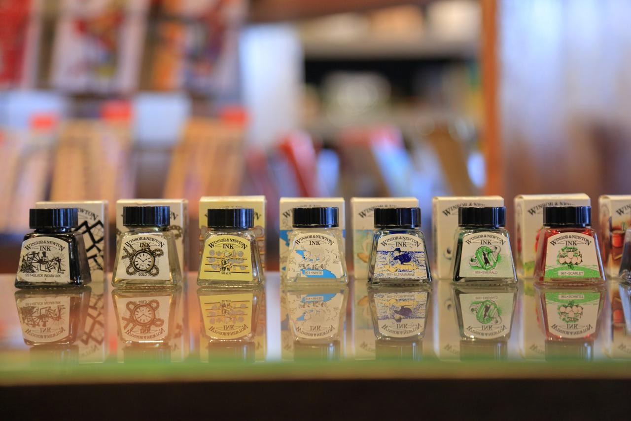 画像: 外国製のインクも多彩なカラーで揃えられています
