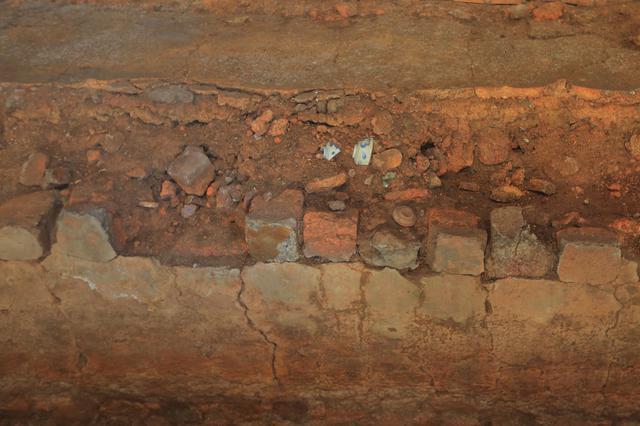 画像: 中尾上登窯跡の窯からは、江戸時代の庶民向けのうつわ「くらわんか碗」が大量に出土しています