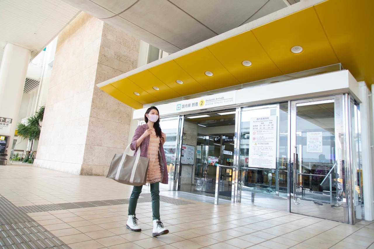 画像1: 那覇空港到着。JALカードでスムーズにレンタカーを借りて旅がスタート
