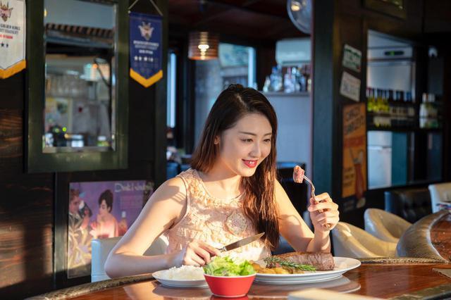 画像4: 沖縄名物・1ポンドステーキを「STEAK HOUSE NAKAMA」で堪能
