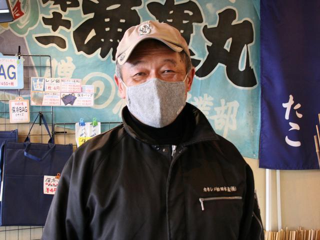 画像: 創業百余年の看板を守り続ける松田幸男社長。東京の築地卸売市場での修業経験も